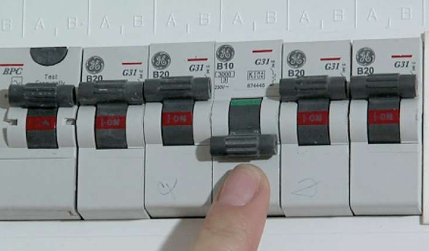 what is a mains fuse box? | what is a fuse board? | hometree  hometree